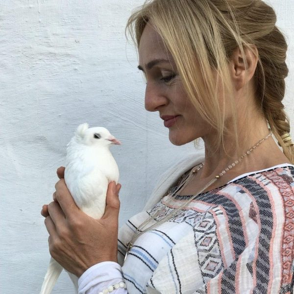 Танит с голубем